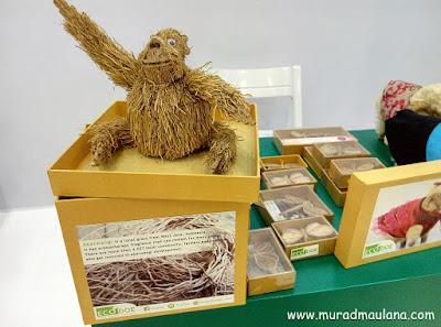 Boneka dari akar wangi dan kapas