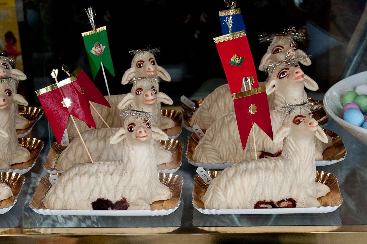 Easter lamb cakes, Pasticceria Aliani, Vicenza, Veneto, Italy