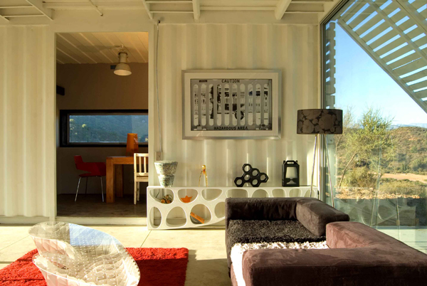 Shipping Container House with Dynamic Facade, Chile 12