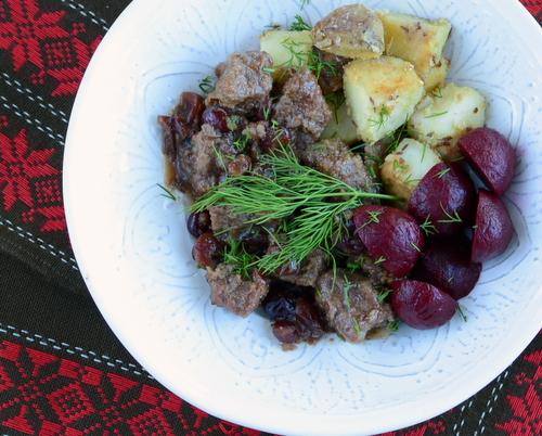 Beef Stew with Cranberries ♥ KitchenParade.com, an easy weeknight stew based on old Swedish recipe, just chunks of beef slow-cooked with onion and cranberry.