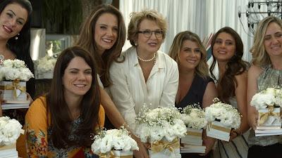 Gabi e Betty com as mães que participaram da primeira temporada (Divulgação/SBT)