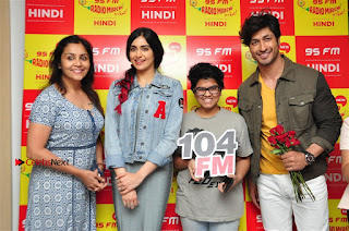 Vidyut Jamwal Adah Sharma Commando 2 Movie Team at Radio Mirchi 95  0047.jpg