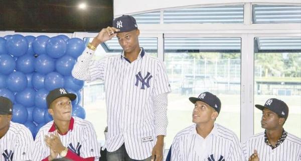 Trece criollos firmaron contratos millonarios con la MLB