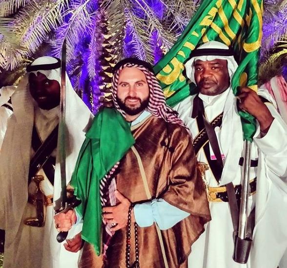 صور بن صهيون مع فرقة احتفالية