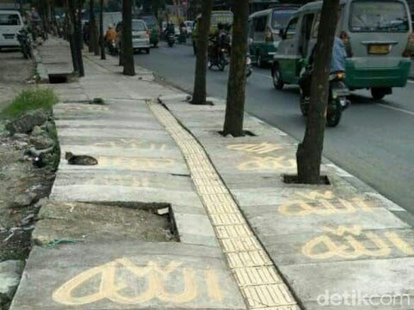 Heboh Tulisan Allah di Trotoar Leuwipanjang Bandung