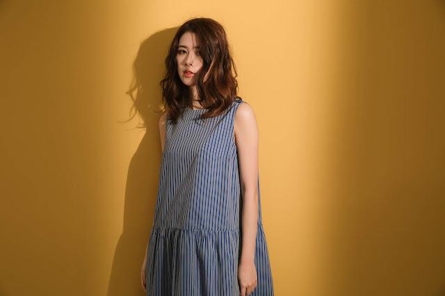 唱遊詩人小圓領無袖藍條紋洋裝