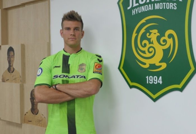Australian defensive midfielder Erik Paartlau upon signing for K League champions Jeonbuk Hyundai motors from Melbourne City FC. (Photo Credit: AFC)