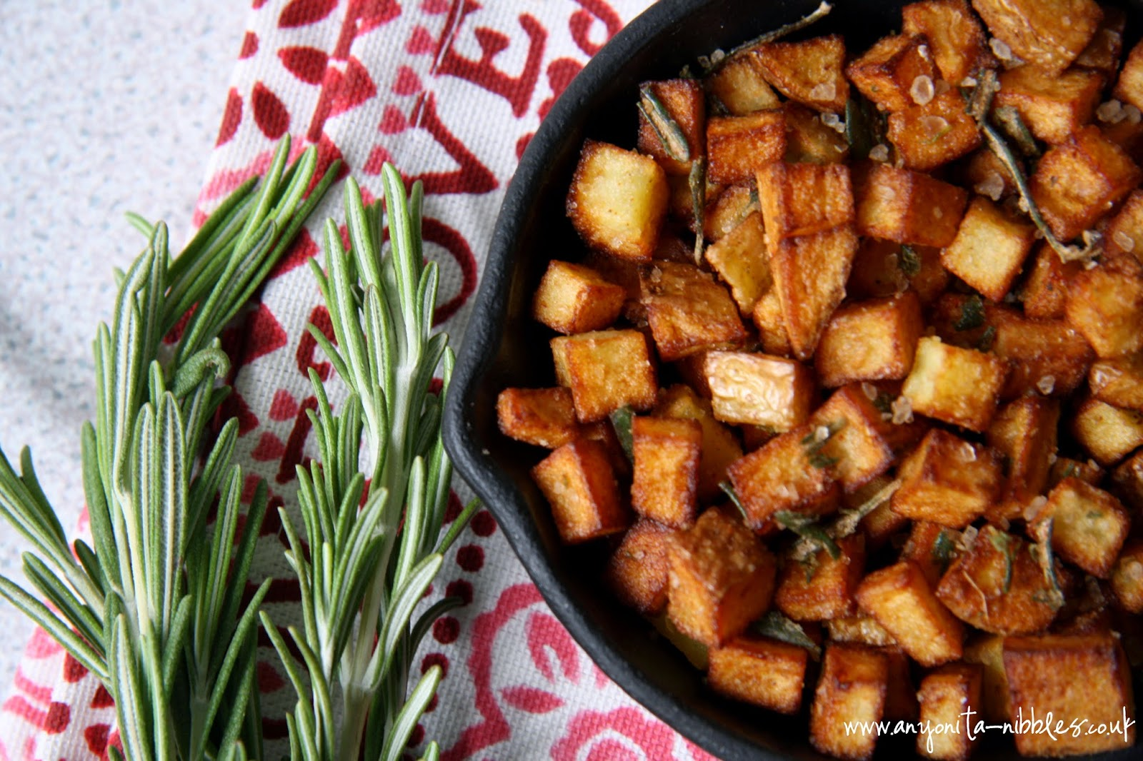 A skillet of rosemary & salt potatoes from www.anyonita-nibbles.co.uk #glutenfree #vegan #vegetarian