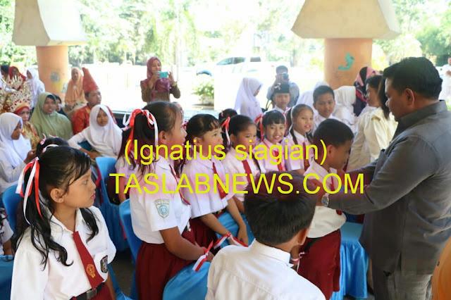 Walikota Tanjungbalai H M Syahrial,SH,MH saat menyapa para peserta lomba lagu perjuangan di gedung olahraga (GOR) Kota Tanjungbalai, Senin (13/8)