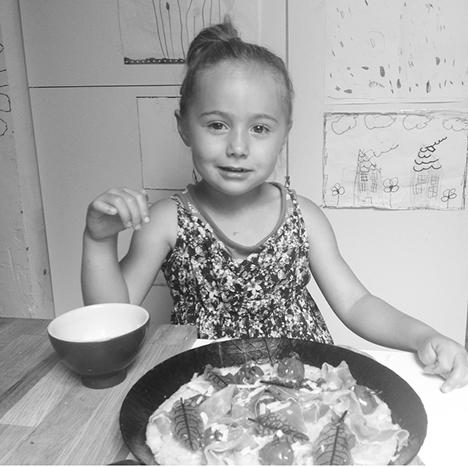 Polentapizzaessen_My Kitchen Logbook by Marlene Grünzweil