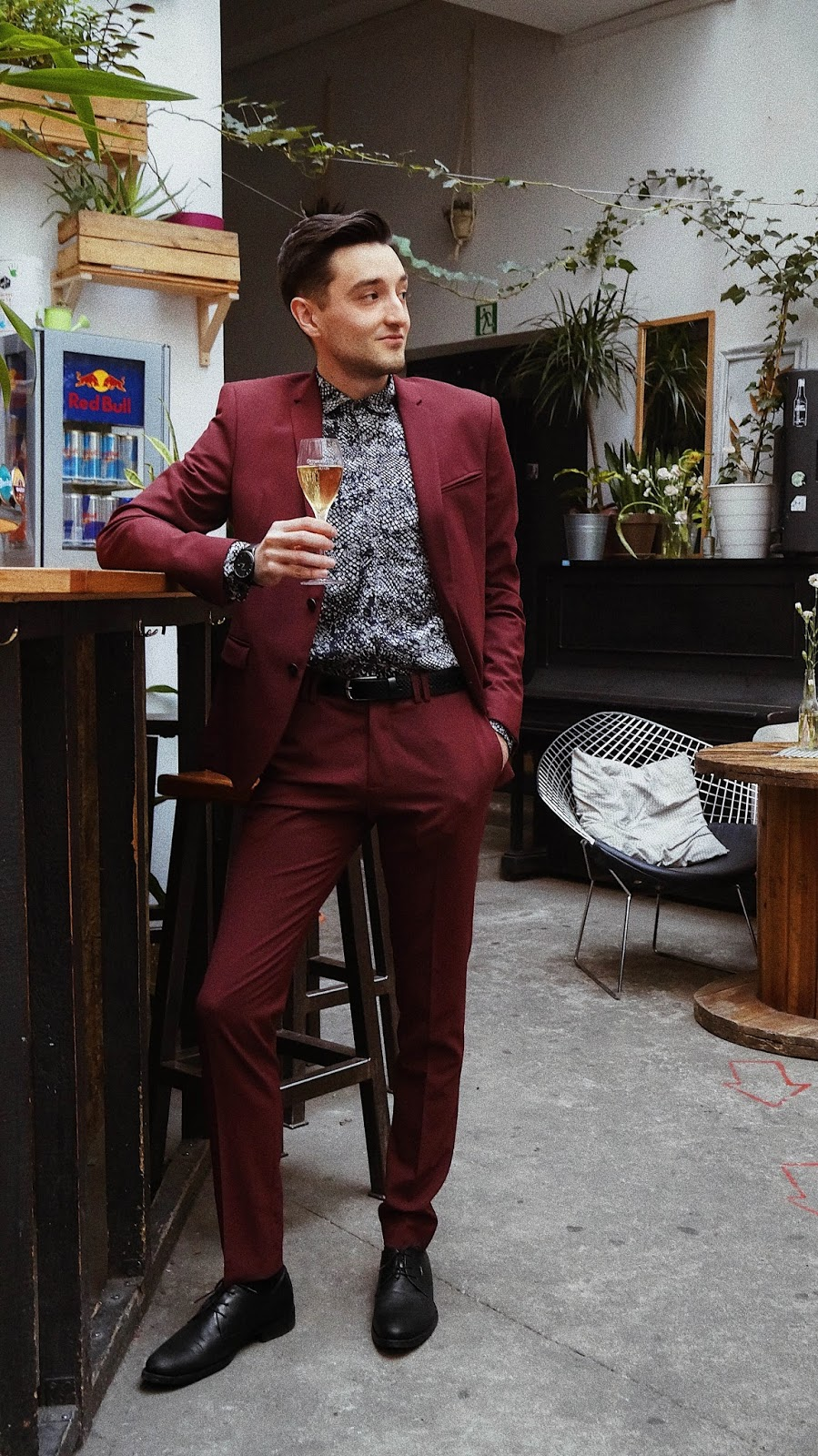 54493c7033b40 VEASION: New Year's Eve look: marsala suit