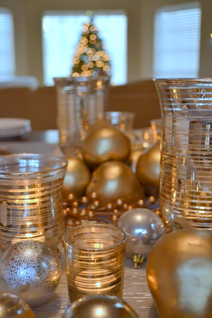 Easy holiday table centerpiece from The Ugly Duckling House
