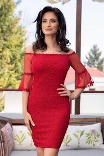 Rochie rosie din lycra cu maneci trei sferturi din tull
