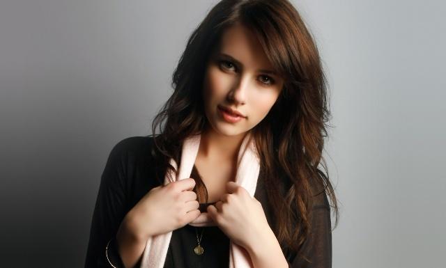 Emma Roberts Artis Muda Hollywood Tercantik dan Terpopuler Saat ini