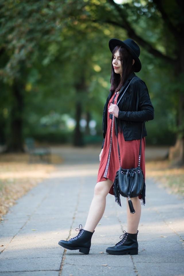 stylizacja z glanami | glany | trzewiki | stylizacja boho | kurtka z frędzlami | kapelusz | stylizacja z kapeluszem | frędzle | blog modowy | blog szafiarski | blog o modzie | styl boho | styl grunge