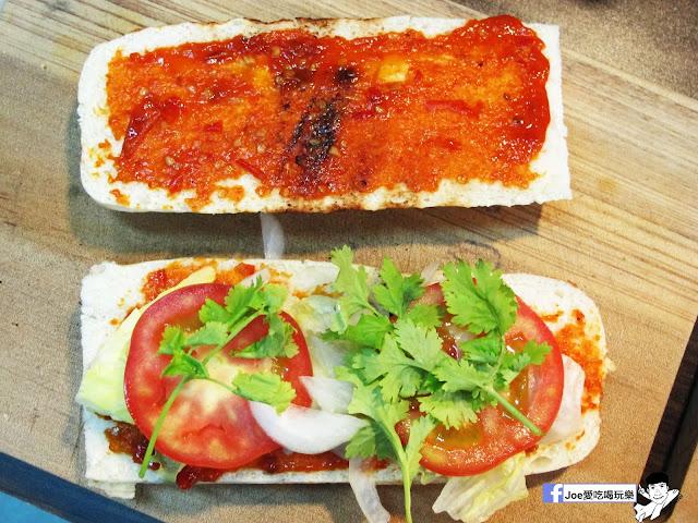 IMG 4911 - 【熱血採訪】NickJu 尼克啾 碳烤法式三明治 位於中國醫附近的尼克啾 NickJu 主打法式三明治,把餐廳所用的食材搬到街頭,讓客人用平價價格吃到高檔美味