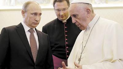 Putin alături de Papa Francis - imagine preluată de pe site-ul yournewswire.com