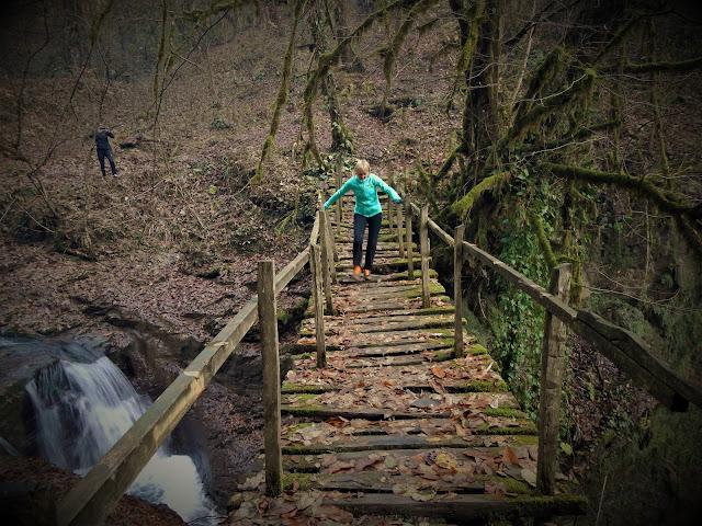 Мост через верхний водопад Ажек