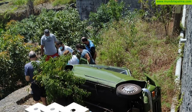 Un vehículo cayó ayer a una huerta al salirse de la vía en San Andrés y Sauces
