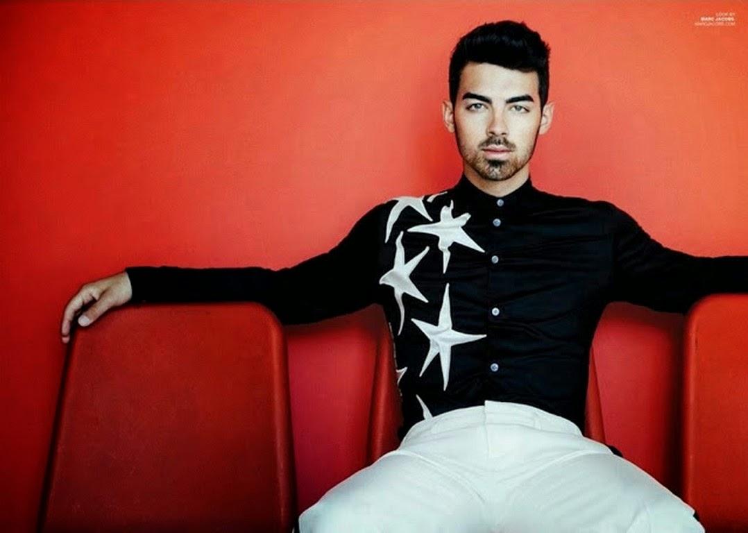 Joe Jonas muestra su barba para la revista Scene  aff47fc4dce