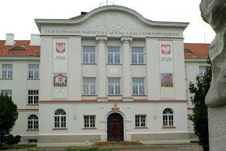 http://fotobabij.blogspot.com/2016/01/budynek-liceum-im-aj-ks-czartoryskiego_8.html