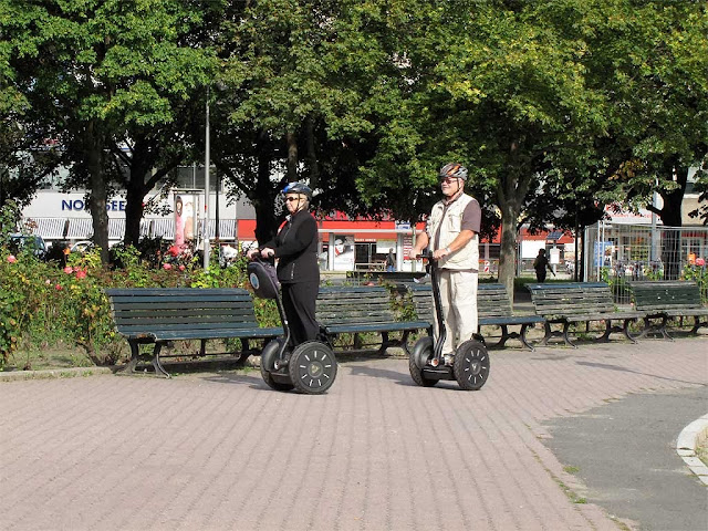 Segways in Panoramastraße, Berlin