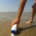 Δεν θα πιστεύετε πώς ψαρεύει μόνο με αλάτι αυτός ο τύπος (βίντεο)