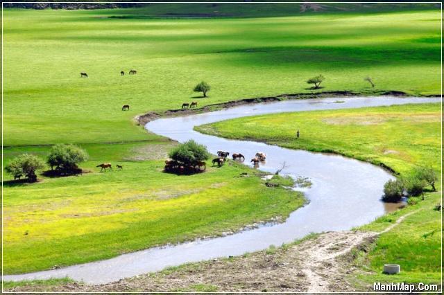 dòng sông quê hương với nhiều kỷ niệm tuổi thơ