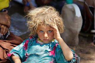 Les Yézidis forment un groupe ethnique kurde, adepte d'un monothéisme issu d'anciennes croyances kurdes. On retrouve en effet de nombreuses similitudes entre le yézidisme actuel et les religions de l'Iran ancien. Ainsi le yézidisme est considéré par ses pratiquants comme une survivance du mithraïsme iranien authentique qui s'est adapté à un environnement hostile en absorbant des éléments exogènes8,9 notamment les enseignements de Cheikh Adi, un savant soufi qui s'est installé dans la vallée de Lalish au XIIe siècle