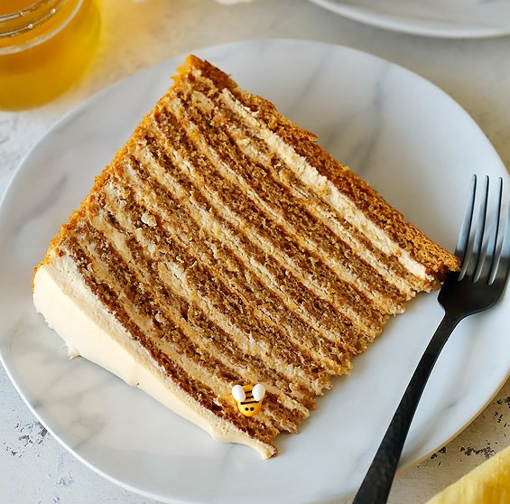 THE MOST AMAZING RUSSIAN HONEY CAKE #dessert #cakes