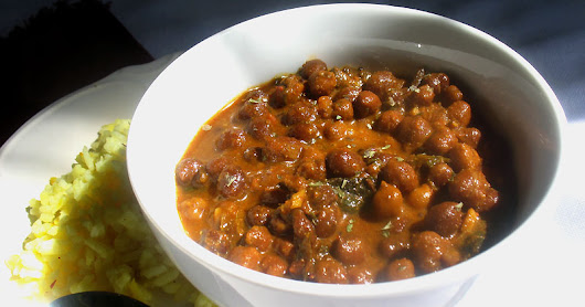 Gujarati Black Chickpea Curry