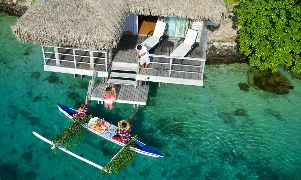 MOZIRS_Canoe_Breakfast Serving moorea-intercontinental amazingexplore