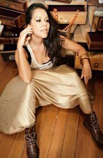 Isabella de Salignac leva seu Rock'n Soul ao Coordenadas Bar