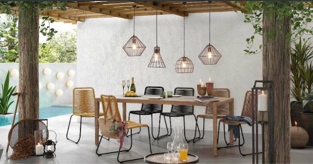 Sedie senape e antracite con tavolo legno da esterno