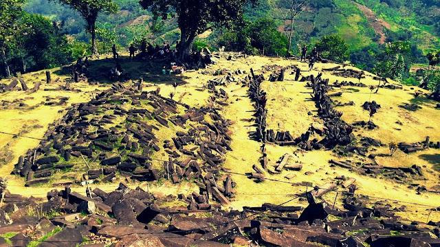 foto pemandangan situs gunung padang