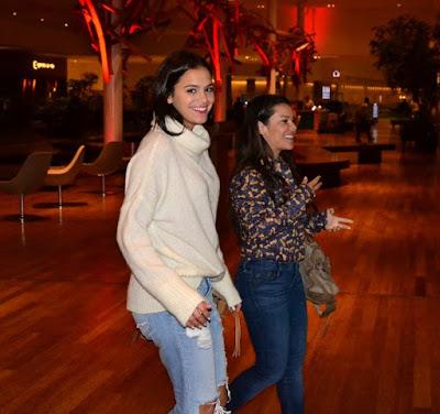 d53f287193f41 As duas foram fotografadas durante um passeio em shopping do Rio de  Janeiro. Animadas