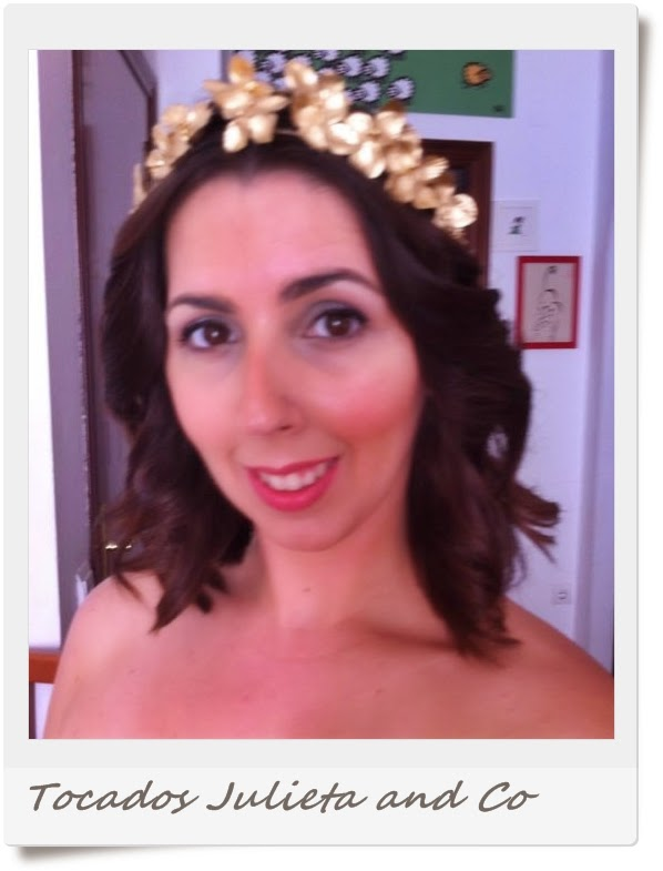 corona de flores dorada
