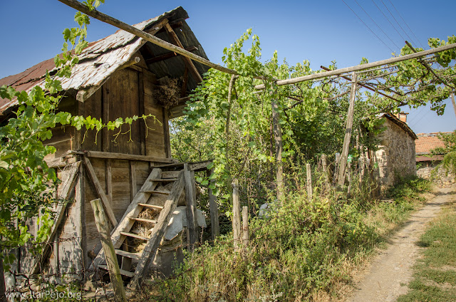 Sokar (Storage for grain), village Gradesnica, Mariovo