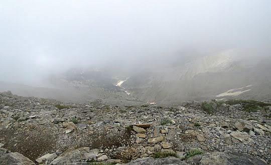 Stok opada w kierunku Doliny Mavrologos.