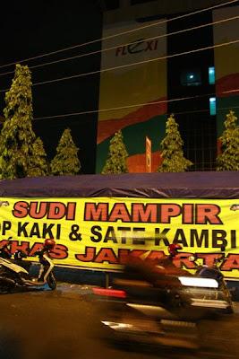 Lokasinya di samping Gedung Telkom Semarang