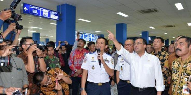 Menteri Perhubungan Budi Karya Sumadi saat berkunjung ke Stasiun Balapan Solo.