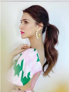 Indian Actress Kriti Sanon In Sleeveless Pink Dress (2)