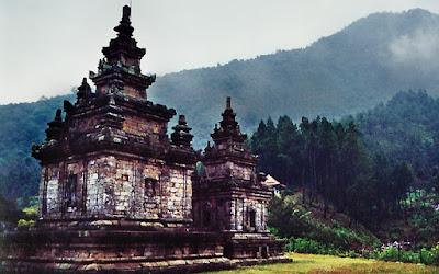Agama Hindu mulai dikenal oleh masyarakat pribumi melalui para pedagang dari India 3 Kerajaan Hindu Tertua di Indonesia