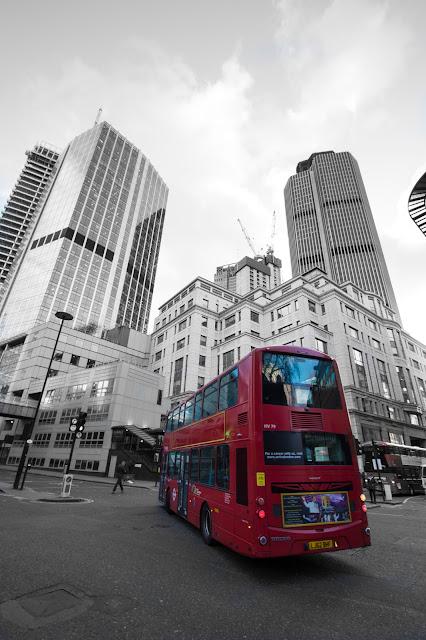 Grattacieli e bus-Londra