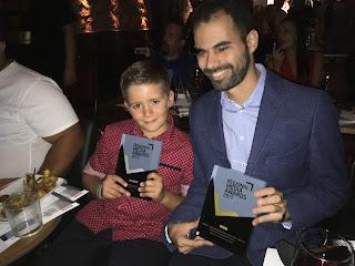 Ο Βαγγέλης Αυγουλάς και ο Γιώργος Δρακάκης με τα βραβεία
