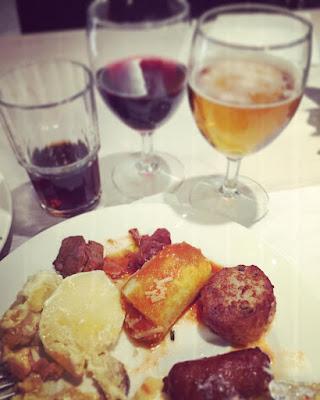 lihaa kalaa pastaa olutta viiniä limsaa laivan buffetissa Tallink Megastar