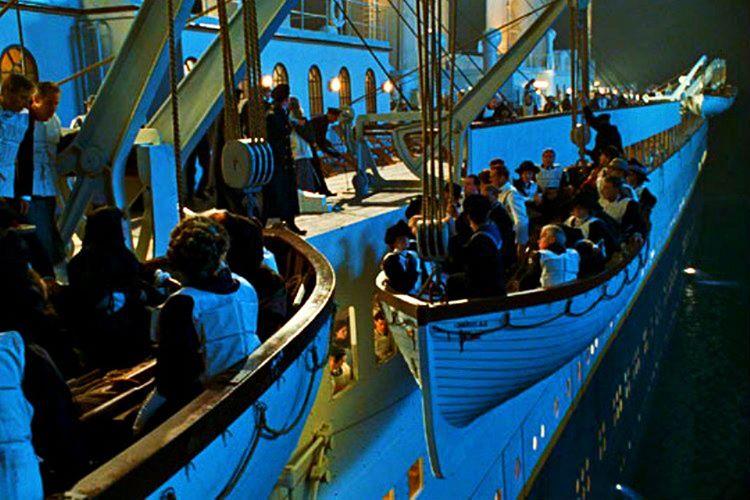 Gemide herekese yetecek kadar filika bulunmuyordu, yalnızca 20 filika vardı.