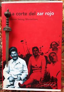 Portada del libro La corte del zar rojo, de Simon Sebag Montefiore