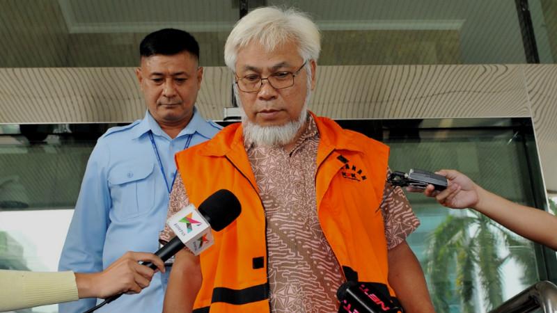 Eks Direktur Pengolahan PT Pertamina Suroso Atmomartoyo diperiksa KPK