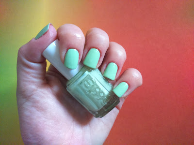 Essie Resort 2016 - Going Guru